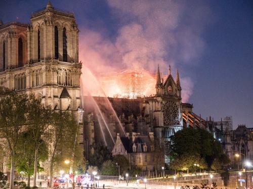 photos.-incendie-notre-dame-paris-les-images-stupefiantes-des-degats-interieur-cathedrale.jpg